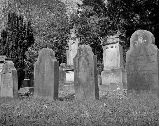 Black and white picture of tombstones in a cemetery
